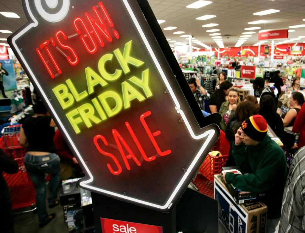 "People shop at Target on Thanksgiving Day in Burbank, California November 22, 2012. The shopping frenzy known as ""Black Friday"" kicked off at a more civilized hour welcomed by some shoppers this year, with retailers like Target Corp and Toys R Us moving their openings earlier into Thursday night. Picture taken November 22, 2012. REUTERS/Jonathan Alcorn (UNITED STATES - Tags: BUSINESS TPX IMAGES OF THE DAY)"