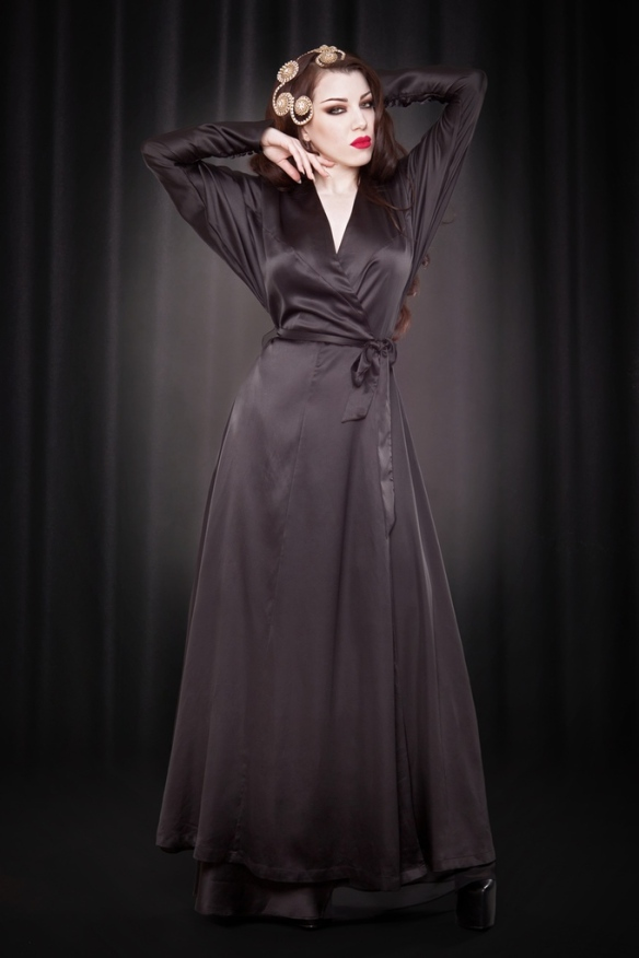 leonie robe